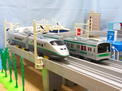埼京線とつばさ・Maxが併走する情景